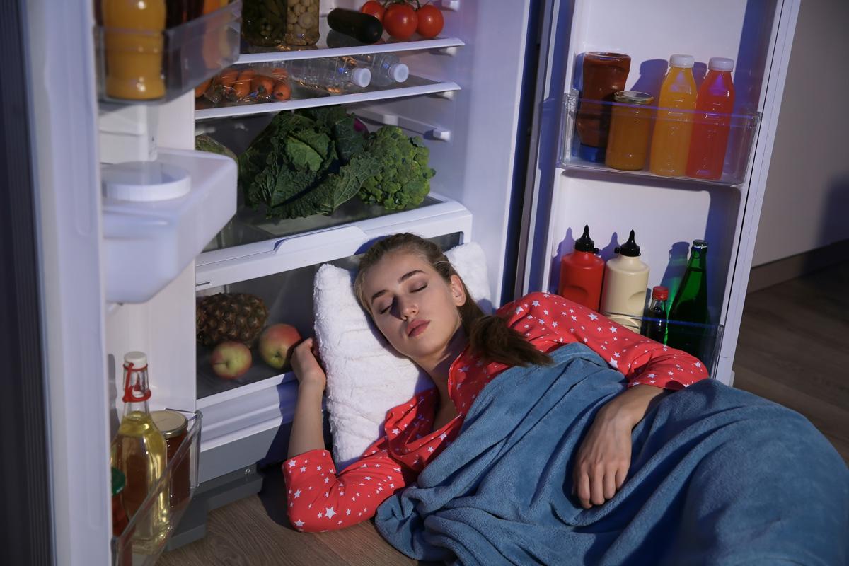 Hlajenje ob odprtih vratih hladilnika ni prava rešitev klimatizacije prostorov
