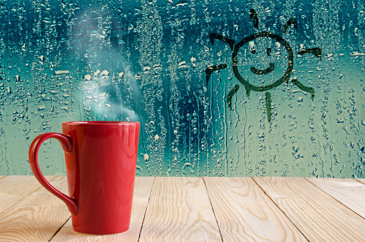 Na hladni šipi se zaradi vroče tekočine v skodelici ustvarja vlaga oziroma kondenzat