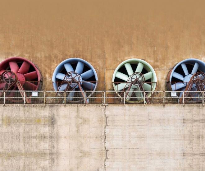 Ding Huane je izdelal ročni, vrtljivi ventilator, ki je predhodnik današnjih klimatskih naprav
