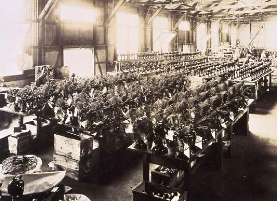 Tovarna Mitsubishi Electric -proizvodnja električnih ventilatorjev leta 1921